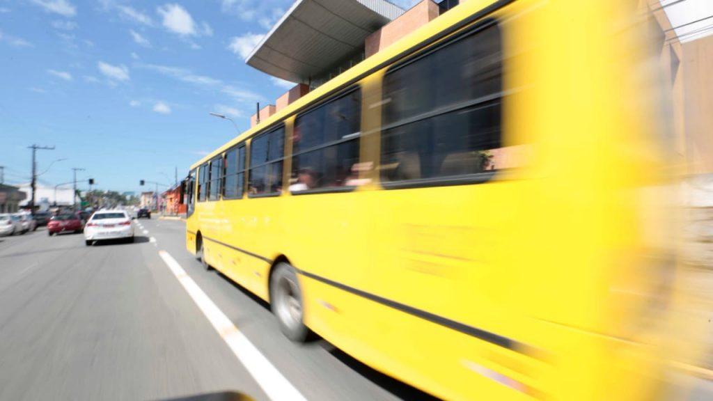 ônibus em movimento
